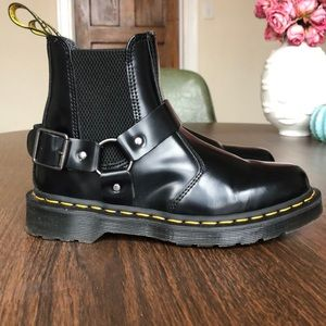 Dr Martens WINCOX smooth leather buckle boots